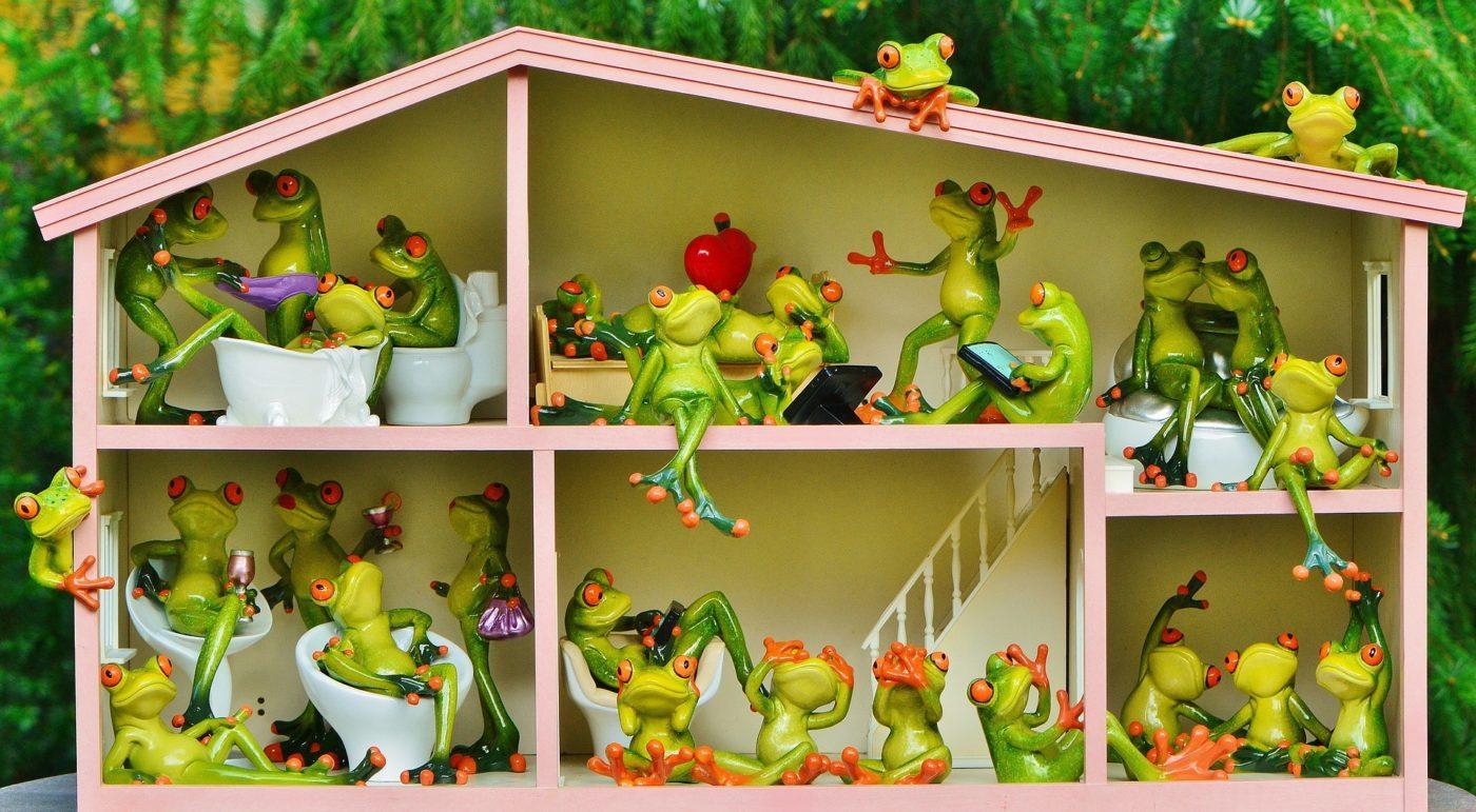 kinderspielzeug - puppenhaus aus holz