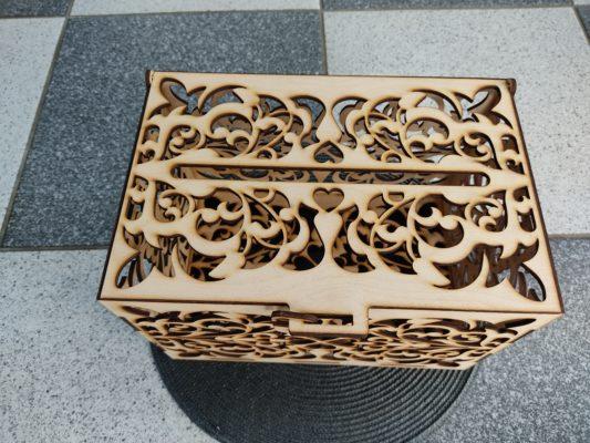 briefbox-hochzeit-aus-holz-briefkasten-oben