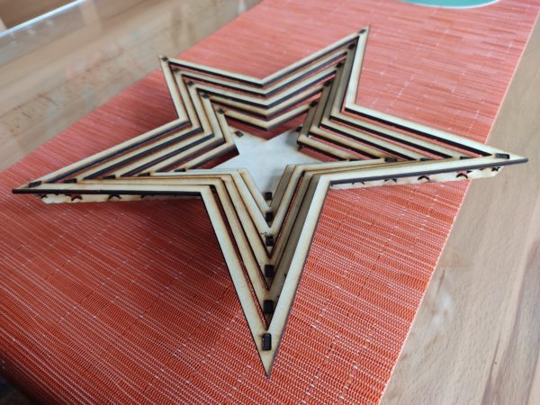 weihnachtsdeko-aus-holz-dekoteller-stern-seitlicher